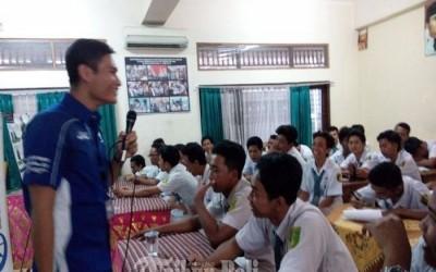 Siswa SMK Saraswati 2 Denpasar Ini Sigap Jelaskan Teknologi Blue Core